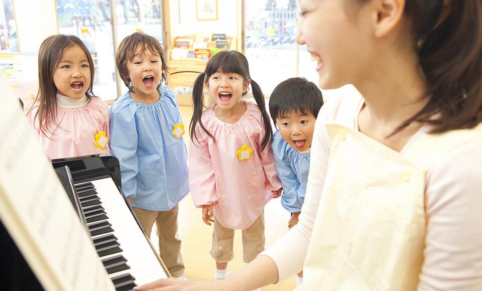 保育園や幼稚園の日々の複雑な業務をすべて一元化